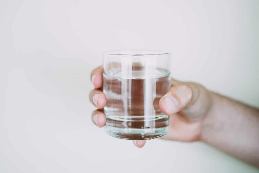 mantenerse despierto bebiendo agua